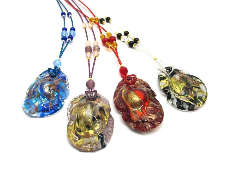 Murano glass oyster Necklaces, 50x30 mm ( COLV0S01 ) available in 4 colour, made entirely handmade by Murano master glass-makers with the lampwork technique, in our factory in Murano Venice - Italy, with silver 925 and gold 24kt foil insertions and Avventurina, cord in seed beads ( Conteria ) combined with the color of the necklace (50 cm)