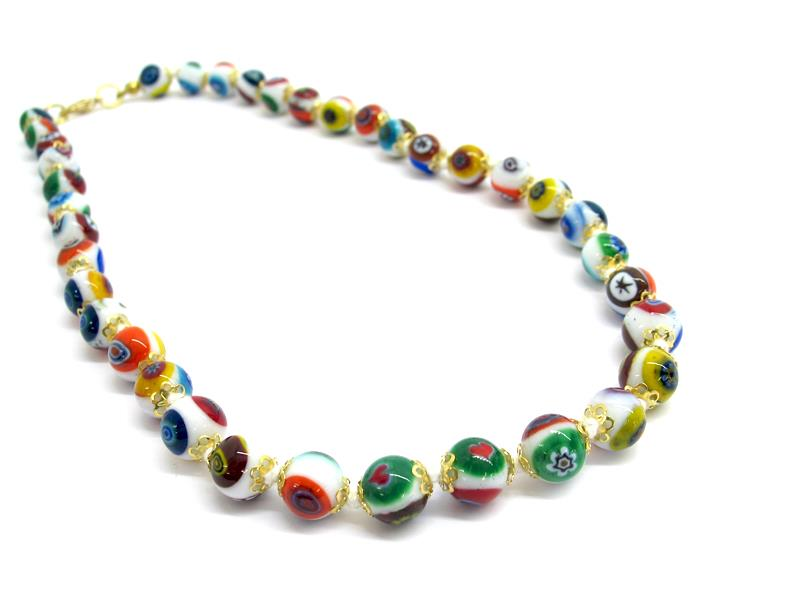 Collana con perle di Murano e millefiori, diam 12 mm ( COLPE0101 ) realizzata interamente a mano dai nostri Maestri Vetrai nell' isola di Murano - Venezia,  con la tecnica della lavorazione lume, con perle in vetro con disegno millefiori, lunga 45 cm