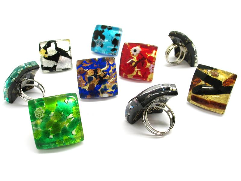 Murano Glass curved square Rings, 27x27 mm ( AV0113 ) available in 11 different colours, made entirely handmade by Murano master glass-makers with the glass sheet technique, and silver 925 and gold 24 kt insertions, adjustable band in allergy-free metal.